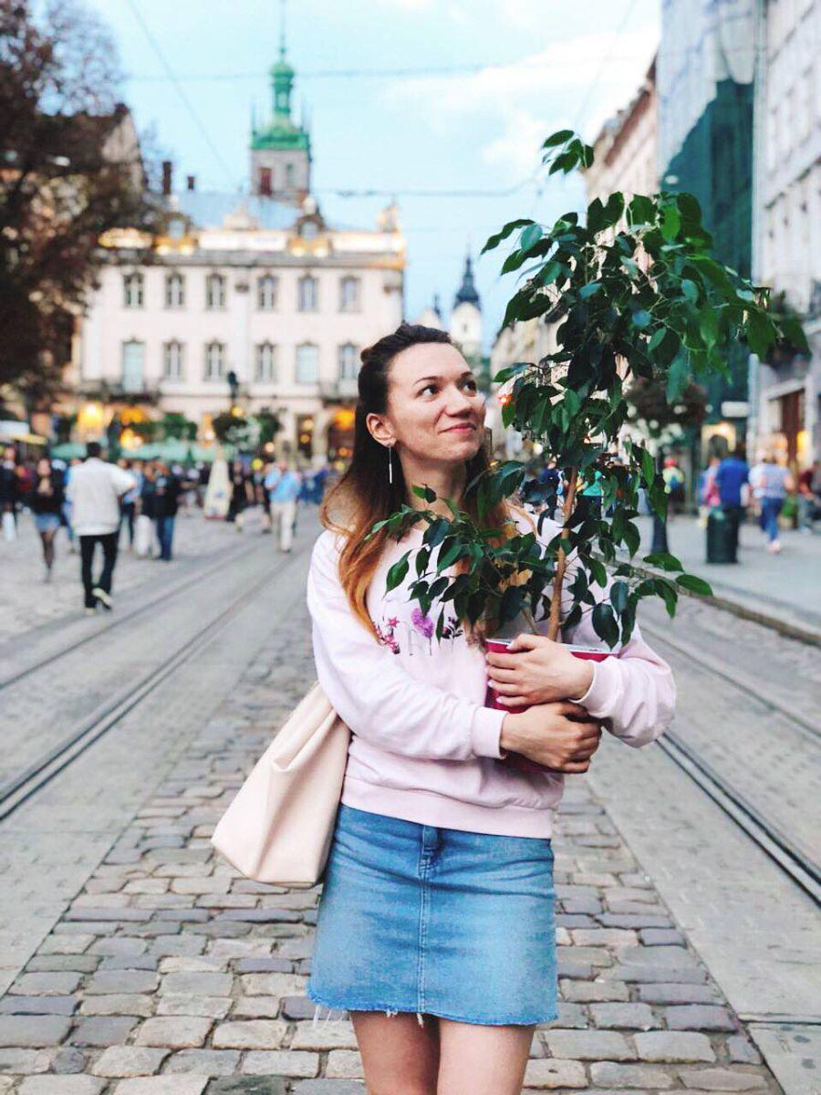 дизайнер Polygon Liuda Prokipchuk та її квітка - фікус