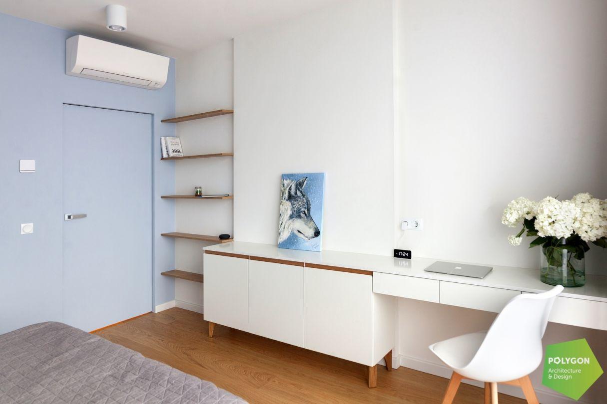 Хтось розлив блакитний: Тwo-level apartment